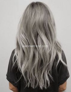 Silver Hair: the surprising trend hair color of the year - silberblond - ombre haare Grunge Hair, Boho Grunge, Ombre Hair, Pretty Hairstyles, Hairstyle Ideas, Scene Hairstyles, Amazing Hairstyles, Layered Hairstyles, Updo Hairstyle