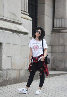 look con adidas superstar y camiseta adlescent clothing donut streetstyle myblueberrynightsblog