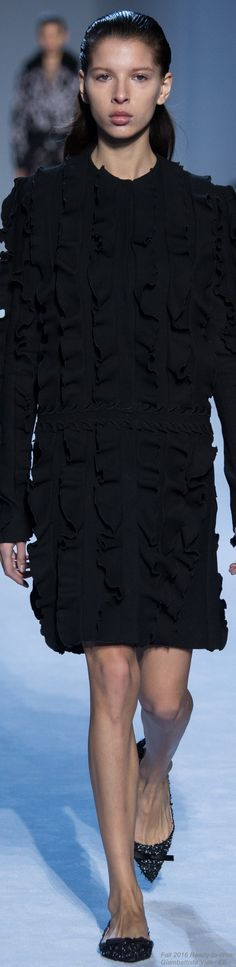 Fall 2016 Ready-to-Wear Giambattista Valli - EE