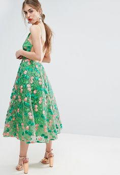 Looking for a dress that'll work for all the summer parties you've got coming up? Take this gorgeous green baby with that '90s neckline to weddings and all the big bday bashes.