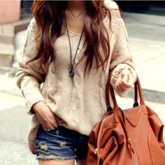 Discover and organize outfit ideas for your clothes. Decide your daily outfit with your wardrobe clothes, and discover the most inspiring personal style Pull Slouchy, Slouchy Sweater, Sweater And Shorts, Comfy Sweater, Jean Shorts, Big Sweater, Sweater Weather, Ripped Shorts, Cream Sweater