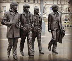 The Fab Four A new statue of the Beatles has been unveiled. Sculpture Metal, Outdoor Sculpture, Street Art, Living Statue, Robin Wright, Graffiti, The Fab Four, Public Art, Urban Art