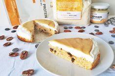 Recept: Dokonale nadýchaný mrkvový dort z kokosové mouky a arašídového másla