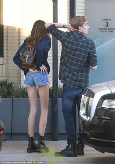 Kaia Gerber in Cut-offs at Barneys New York Kaia Gerber, Casual Outfits, Summer Outfits, Cute Outfits, Dr. Martens, Presley Gerber, Olive Clothing, Backpack Outfit, Mini Backpack