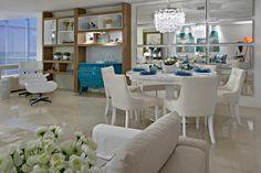 Mesa de jantar em laca branca extra brilho + cadeiras de fibra. Gosto da…