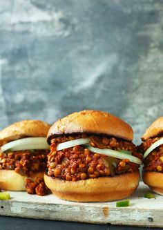 Sloppy Joes AMAZING Vegan Sloppy Joes with 10 ingredients and about 30 minutes required!AMAZING Vegan Sloppy Joes with 10 ingredients and about 30 minutes required! Vegan Foods, Vegan Dishes, Vegan Lunches, Vegan Snacks, Vegan Junk Food, Baker Recipes, Cooking Recipes, Cooking Tips, Vegaterian Recipes