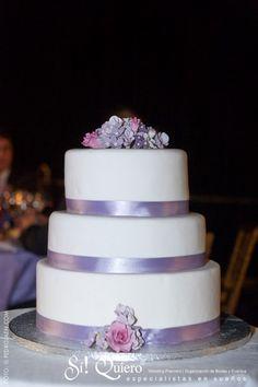 tarta de boda junto al mar radiant orchid pantone Marbella