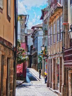 Alley in Guimarães by Daniel Schwabe