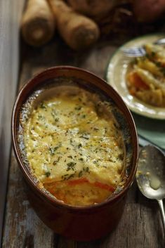 The gratin of parsnip a fantastic basic of winter ConsoGlobe Plats Weight Watchers, Cheeseburger Chowder, Food Inspiration, Main Dishes, Food Porn, Veggies, Food And Drink, Soup, Yummy Food