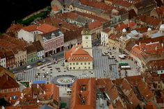 Brasov Center (Piata Sfatului) Between Two Worlds, Places Ive Been, Brasov Romania, Beautiful Places, To Go, Dream Land, Mansions, Country, House Styles