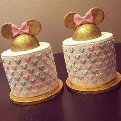 #InLove por esses #bolos do IG @ideiasdebolosefestas no tema #Minnie By @dazzlemecakes