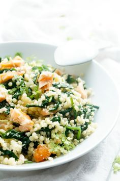 couscous salad with salmon & dill Healthy Diet Recipes, Lunch Recipes, Real Food Recipes, Risotto, Paella, Healthy Diners, Plats Healthy, Tapas, Good Food