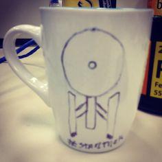 Fala a verdade a Interprise não parece um pires para apoio de xícara de café? Nem ligo, Star Trek é bem loco, e ajudou na escolha do nome do site www.diariodebordo.net.br #cafe #startrek #intothedarkness