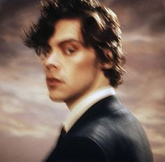 English pop star Harry Styles stars in the cover story of Beauty Papers' Summer 2020 edition captured by fashion photographer Casper Sejersen. Harry Styles Face, Harry Styles Poster, Harry Styles Pictures, Harry Edward Styles, Harry Styles Icons, Lorde, Liam Payne, Harry Styles Photoshoot, Dark Harry