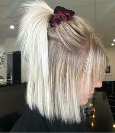 64 Adorable Short Hair Updos That Are Supremely Easy To Copy - Short blonde hair - Hair Inspo, Hair Inspiration, Chignon Simple, Easy Updo, Medium Blonde Hair, Short Hair Cuts, Long Short Hair, Style Short Hair, Cute Short Hair Updos