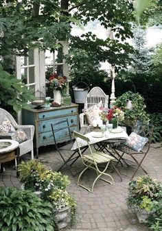 pretty vintage and rustic finds for a back porch/patio.