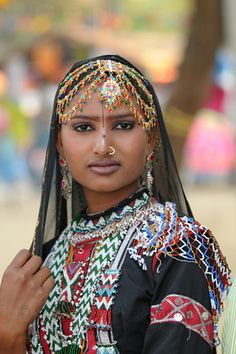 India | Portrait of Radha Sapera, a performer from the Rajki-Puran Nath Sapera & Party, Jaipur. Performers from around the country came to the Suraj Kund Mela 2009 held in Haryana (outskirts of Delhi) | © Suchit Nanda