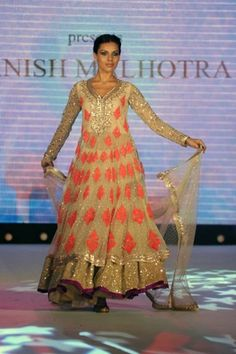 Monsoon Wedding Wear  What to wear to a Sangeet  Esha Deol Wedding Pictures  Genelia D'Souza Wedding Pictures  Pidilite CPAA Charity Fashion Show    Vogue INDIA