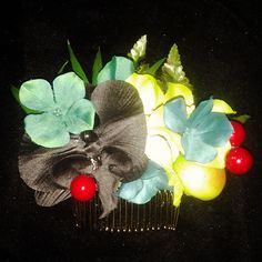 Last haircomb....teal green and black tropical flowers with fruit...selling for $12 Plus shipping leave your email to purchase:) #deadlydinaaccessories #tropical #tropicalflowers #tikioasis #tiki #luau #hawaiin #summer #green #aqua #blackorchids #hairflowers #hairpiece #hairaccessories