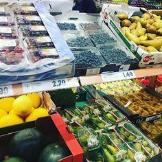 Wir sind fleißig am Lebensmittel einkaufen und geben euch diese Woche jeden Tag einen Einblick in unsere gesunden Büro-Snacks  Stay tuned  #gesundebürosnacks #bürosnack #pausensnack #healthylifestyle #healthy #fruits #groceryshopping #eatclean #fitgirl #fitdurch2016 #gesund #gesundessen #mittagspause #foodblogger #blog #austria #vienna #wien #igersvienna #dailydose #staytuned #comingsoon #gemüse #veggies