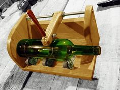 This is how I cutt bottles. I built this jig to make a clean and straight scar… Bottle Cutter, Glass Cutter, Wine Bottle Art, Wine Bottle Crafts, Diy Bottle, Cutting Glass Bottles, Cut Bottles, Cut Glass, Glass Art
