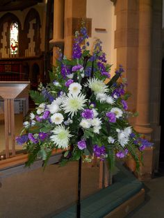 Step by step guide on how to make common flower arrangements for church including pedestal arrangement, all round arrangement and double spray arrangement. Church Wedding Flowers, Altar Flowers, Funeral Flowers, Fake Flowers, Funeral Floral Arrangements, Easter Flower Arrangements, Deco Floral, Arte Floral, Floral Design