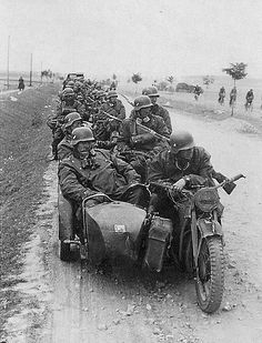 A Aufklarungsabteilung column somehere in Russian with their many motorcycles and side cars.