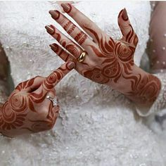 Aarebic Mhendi In Bridal's Hand - New Mhendi Designs Indian Henna Designs, Simple Arabic Mehndi Designs, Henna Art Designs, Mehndi Designs 2018, Stylish Mehndi Designs, Mehndi Designs For Fingers, Wedding Mehndi Designs, Arabian Mehndi Design, Khafif Mehndi Design