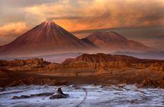 Desierto de atacama chile. Si no tienes esperanza en visitar Marte, concedete unos días en el Desierto de Atacama en Chile. Esta vasta extensión de tierra roja ondulada es igual a Marte en apariencia.