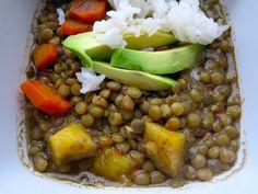 Estofado de Lentejas con Platano Maduro (Lentils with Ripe Plantain) Lentil Recipes, Vegetarian Recipes Easy, Real Food Recipes, Soup Recipes, Diet Recipes, Healthy Recipes, Vegan Meals, Recipies, Yummy Food