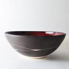 Imagen de negro y rojo recipiente para servir