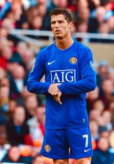 Cristiano Ronaldo Style, Cristino Ronaldo, Ronaldo Football, Football Players, Manchester United Ronaldo, Manchester United Champions, Cristiano Ronaldo Manchester, Real Madrid Logo, Cr7 Wallpapers