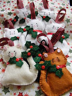 Christmas Sewing @Melissa Squires Overson Delights: This week I have been sorting orders for these little Christmas decorations that will be off to their new homes tomorrow, I have called them~HOLLY TAILED KITTIES~they are very cute and I know they will look lovely on any cat lovers tree this Christmas!