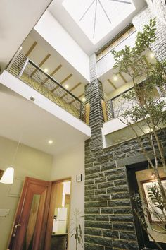 Sangeeta and Ajay Agarwal's house in Bengaluru designed by Kumar Consultants, is full of positive energy with free flowing spaces, interconnected through skylights. Indian Home Interior, Indian Interiors, Modern Interior, Interior Architecture, Interior Ideas, Exterior Design, Interior And Exterior, Muji Home, Kerala Houses