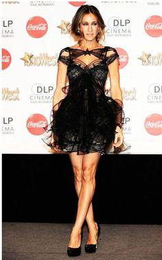 """A atriz americana Sarah Jessica Parker prepara-se para uma nova aventura no pequeno ecrã como editora online da Vogue americana – vogue.com –, nos novos episódios da série musical """"Glee"""". Lê o artigo completo em http://nstyle.pt/moda/atualidade/sarah-jessica-parker-torna-se-editora/"""