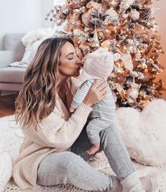 Do we have mothers or pregnants among our followers? 😍👶🏼👱🏼♀️ . . . . #famfirst...
