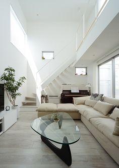 白色の吹き抜けのある家 フリーダムアーキテクツデザイン