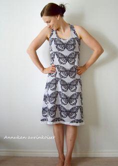 Annukan aurinkoiset: Tuulihousutytön mekko