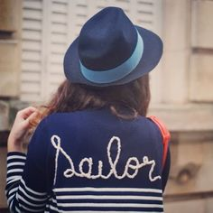 Juliette porte une marinière WYLDE ! >> http://wholetthegirlsout.blogspot.fr/2013/11/hats-on.html @Juliette #wyldevintage #vintage #mariniere #paris #stripes #look #street #mode #fashion #new #pull #sweater #fall #winter #automne #hiver #tendance #trend #broderie #sailor #navy #Padgram