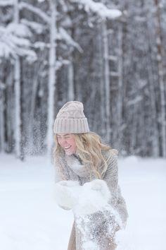 Зимняя Love Story в УФе Faceless Portrait, Winter Love, Winter Photos, Mittens, Love Story, Christmas Time, Bff, Photoshoot, Snow