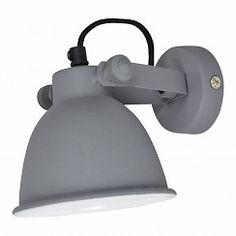 Verlicht jouw hal of overloop met deze zwarte wandlamp.