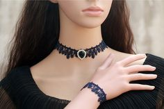 Collar de gargantilla de encaje azul marino oscuro por FairybyFoxie