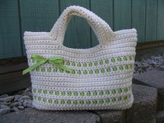 Free pattern - two different sizes - make it yours ...Love the shape of this bag