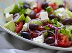opskrift på græsk salat med oliven og feta