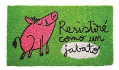 Felpudo Ressitire como un jabato. Un felpudo original y muy colorido perfecto para regalar. Con diseño de Anna Llenas, y lo tenemos en Decocuit, regalos y decoración en Burgos y también en www.decocuit.com.