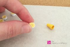 How to make simple quilling paper flowers - daffodils and flower buds, Pinching Quilling Paper Daffodil Petal