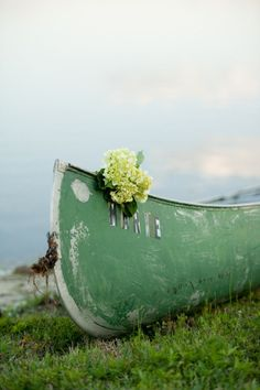 a dreamy lakeside engagement complete with weathered canoe  Photography by http://jordanweiland.com