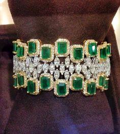 #emeraldcut #emerald #emeraldbracelet #diamondbracelet #diamondbangle #bracelet #braceletbangle #bangles #banglebracelet #luxuryjewelry