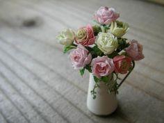 Author:Chatoran+ 樹脂粘土で12分の1サイズのお花を制作しています