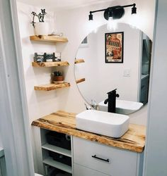 If you are thinking about building or commissioning your own tiny house, there are some amazing homes out there that can inspire you. One of those belongs to Craig and Amy, a couple from Vancouver Island. Small Tiny House, Tiny House Living, Tiny House Design, Tiny Houses, Rustic Bathroom Shelves, Rustic Bathroom Vanities, Tiny House Bathroom, Small Bathroom, Tiny House Ideas Kitchen